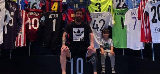 157967b2215e6 Lionel Messi, hviezdny útočník a vicekapitán FC Barcelona, v pondelok na  sociálnych sieťach publikoval fotografiu, v ktorej odkryl jedno zo svojich  ...