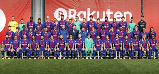 567ed6a7570ad FC Barcelona tento piatok zorganizovala oficiálne fotografovanie svojho  prvého tímu, ktorého sa zúčastnili jeho všetci dvadsiati štyria členovia.