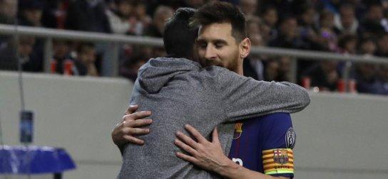 cdc7b7b748c31 VIDEO: Fanúšik počas zápasu nečakane pobozkal Messiho | ForcaBarca ...